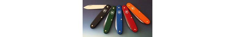 Victorinox Alox Schweizerknive. Slidstærke lommeknive med håndtag af aloxeret aluminium