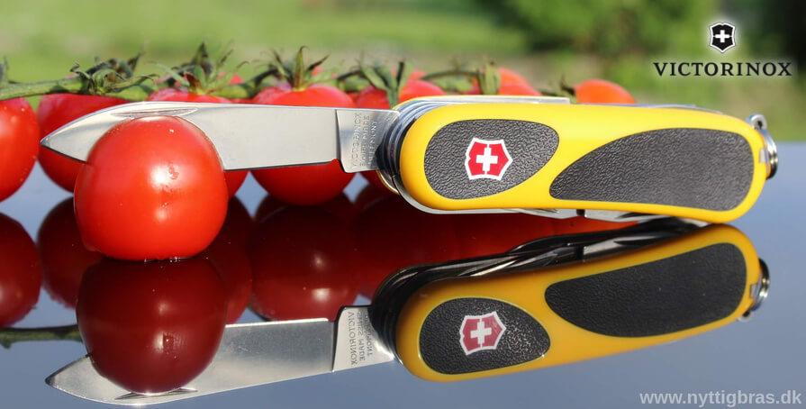 Victorinox Lommekniv Evogrip 18 med lækre tomater udenfor 2016