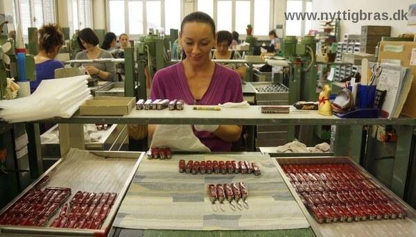 Kvalitets Testning af Schweizerknive i produktionen