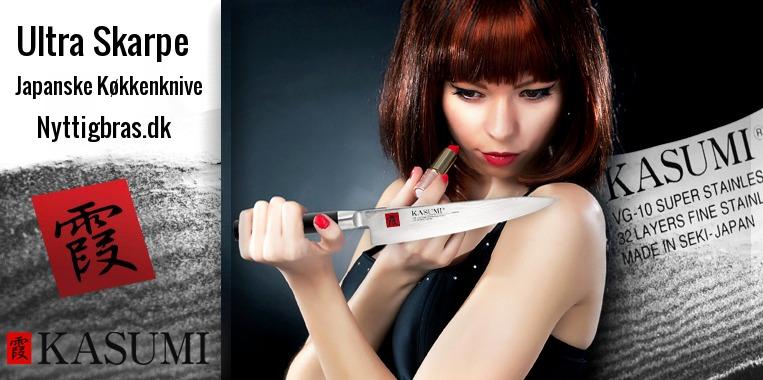 Kvinder bruger skarp japansk køkkenkniv som spejl til at sminke sig