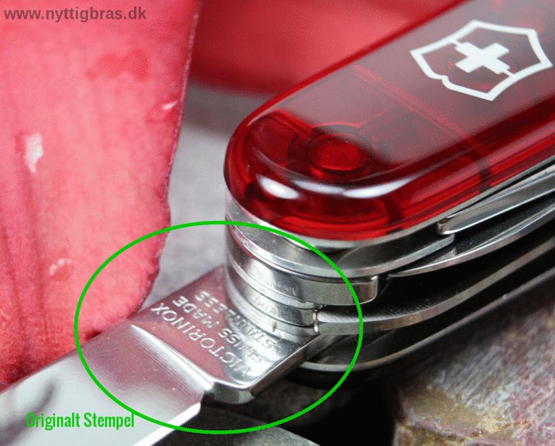 Eksempel på original Victorinox Stempel i knivbladet på en schweizerkniv