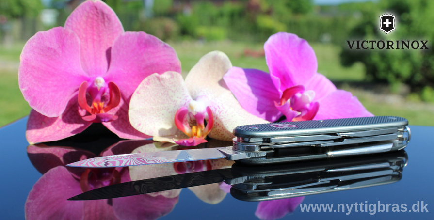 Victorinox Lommekniv Pioneer X Damast Limited Edition 2016 med flotte blomster