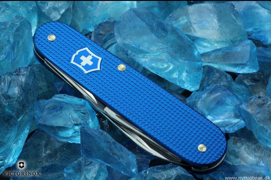 Victorinox Cadet Alox Blue Limited Edition med natursten